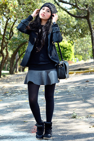 black beanie Oysho hat - black black Zara blazer - black cross Zara bag