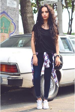 black t-shirt Forever21 top - navy skinny jeans Zara jeans