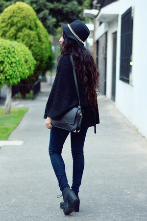 black zara Zara cape - black ankle boots Bershka boots - black denim Zara jeans