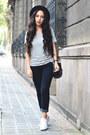 Navy-skinny-levis-jeans-heather-gray-gray-lefties-t-shirt