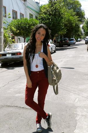 brick red Zara jeans - beige Kipling bag - navy Mango vest