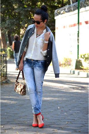 red Zara heels - blue pull&bear jeans - black varsity jacket Forever21 jacket
