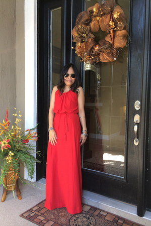 red maxi dress H&M dress - aviator Ray Ban glasses