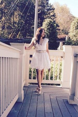belt - lace dress dress - purse - heels