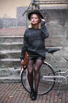 weekday jumper - DinSko boots - GINA TRICOT hat - GINA TRICOT shorts