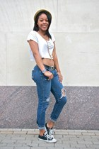 Chuck Tailors shoes - worn distressed Levis jeans - tweed Fedora hat - na neckla
