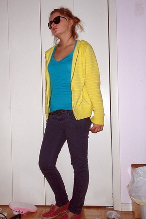 gray Forever 21 jeans - blue Nollie t-shirt - gold yellow jacket - pink sperry s