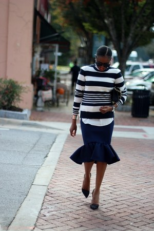 Ladyee Boutique skirt - Chanel bag - Celine sunglasses