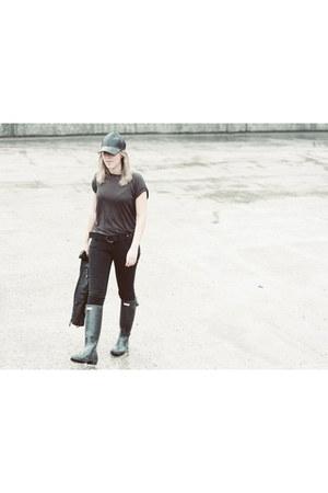 Hunter boots - H&M hat - Zara shirt - Primark pants