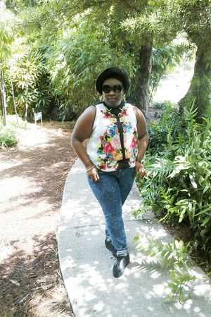floral blouse shirt - Old Navy jeans - sneakers