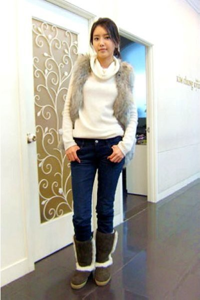 JL jeans jeans - JK boots - white sweater