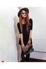 Sequin-clutch-stradivarius-bag-round-karen-walker-sunglasses