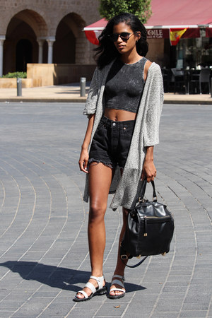 dark gray cropped H&M top