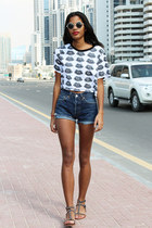 heather gray lips Nasty Gal top - navy Levis shorts