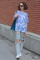 sky blue printed D-Tox t-shirt - light blue boyfriend One Teaspoon jeans
