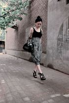 black wedges Aldo shoes - black studded seed bag - black headband accessories