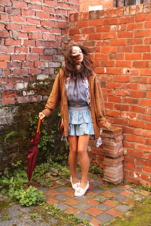 white Minnetonka shoes - blue skirt - white vintage shirt - blue Camden Market t