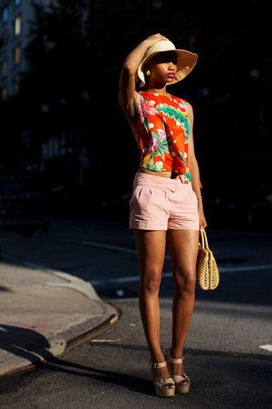 hat - shorts - blouse