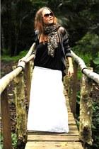 light brown leopard print H&M scarf - cotton Skin top - white Ripcurle skirt