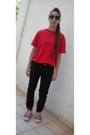 Black-zara-pants-red-converse-sneakers