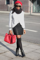 red shopper bag Zara bag - black ankle boots new look shoes