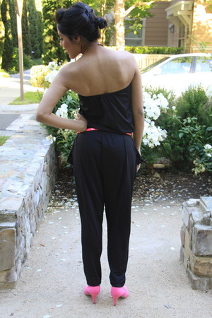 neon pink belt - heels - strapless black jumper - gold collar necklace