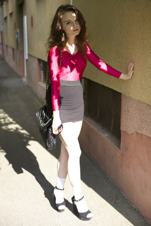 hot pink Ukrainian secondhand bodysuit - black Steve Madden wedges