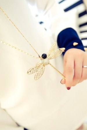 cream alloy necklace