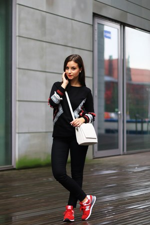 red New Balance shoes - black c&a blouse