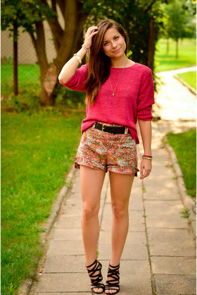 dbde5498 light brown H&M shorts - hot pink Secondhand sweater - black Zara sandals