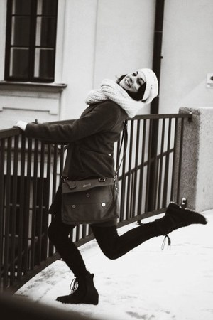 camel bag - black boots - heather gray coat - white hat - beige scarf