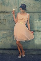 crimson vintage purse - peach H&M dress - beige humanic flats