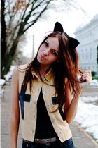 beige cross Gale Beatrice vest