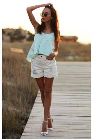 shorts - top - sandals - glasses