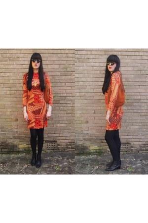 orange Vintage 1960s-1970s dress - black Vintage 1990s boots