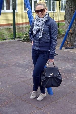 blue skinny jeans pull&bear jeans - blue faux fur unbranded jacket