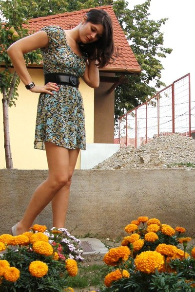 Polo Garage belt - Mango shoes - fosil accessories - Zara dress