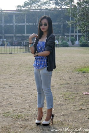 rayban sunglasses - checkered top - acid wash Folded & Hung pants - pumps