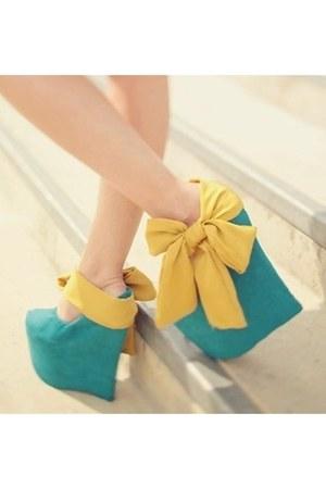 turquoise blue Vintage from  ohsolovelyvintageblogspot heels