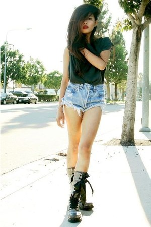 denim shorts shorts - green t-shirt