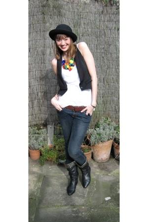 Topshop hat - Topshop vest - Topshop t-shirt - Topshop jeans - Aldo boots