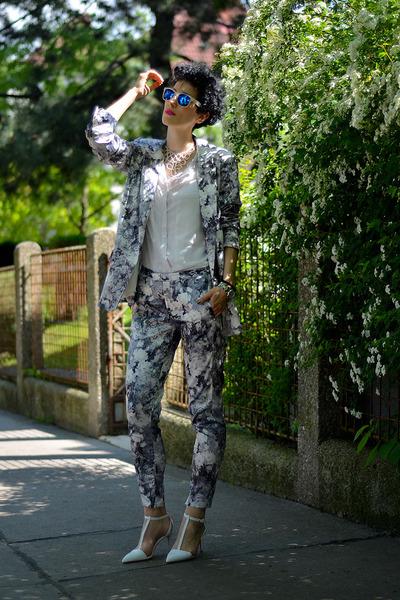 Frontrowshop blazer - zeroUV sunglasses - Frontrowshop pants