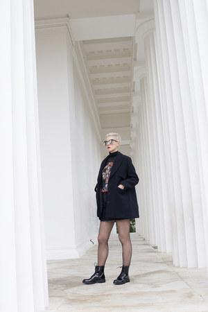 H&M coat - Deichmann boots - H&M shirt - Bershka skirt