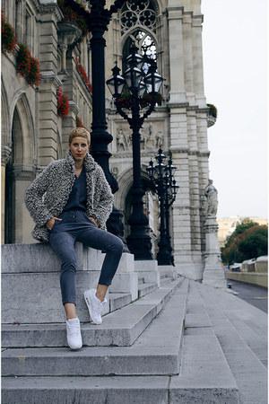 nike air max sneakers - H&M coat - H&M pants