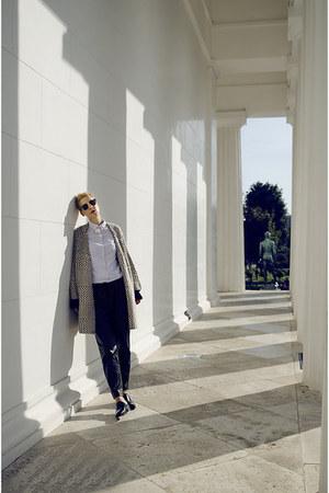 H&M pants - Zara shoes - H&M Trend sweater - Nandel Paris necklace