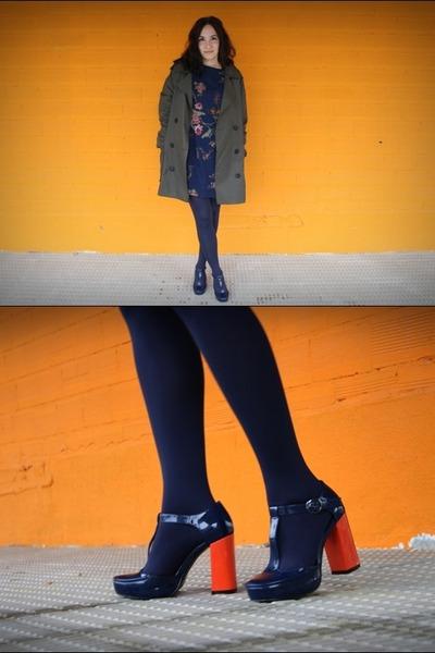 navy asos heels - navy floral dress - forest green Mango jacket