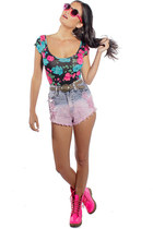floral bodysuit - neon pink boots - shorts - ohmi pink quay sunglasses
