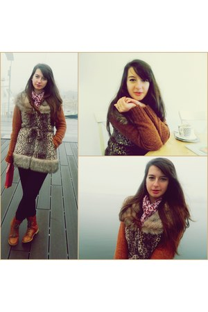 tawny cozy clockhouse sweater - brown Bershka boots - black H&M tights