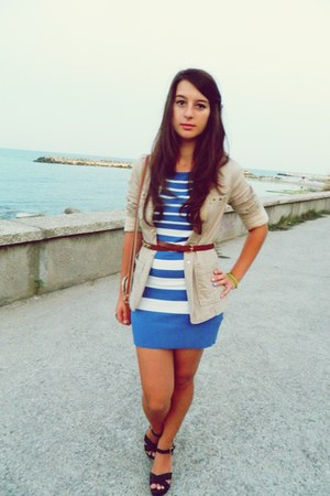 gold chained Maravis belt - striped brandless dress - Amisu blazer