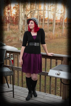 magenta dress - heather gray hat - black clogs